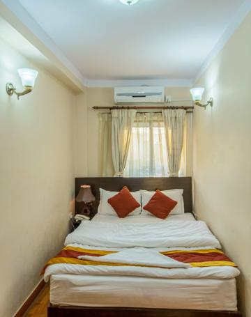 queen-bed-with-ac